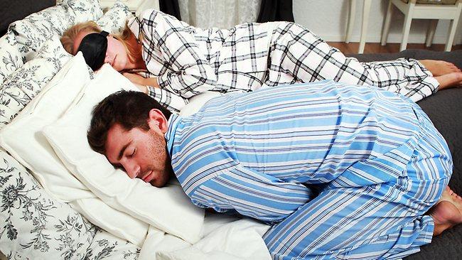 457208-130209-couple-sleeping